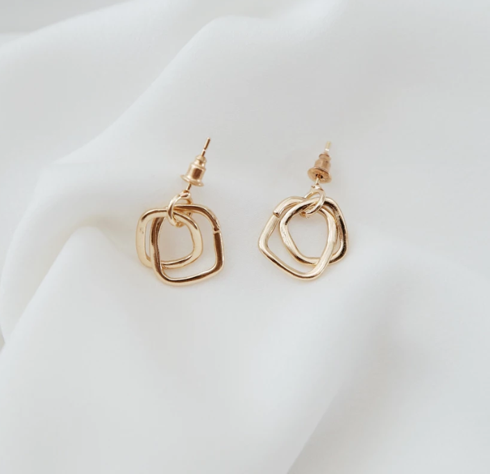 This is geometric dangle earrings.