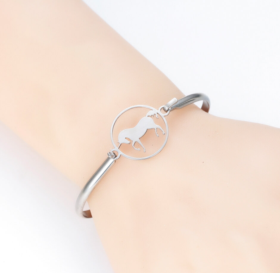 This is steel color horse shape bangle.