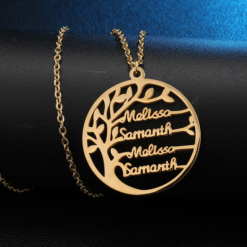 This is family tree costomed name necklace.