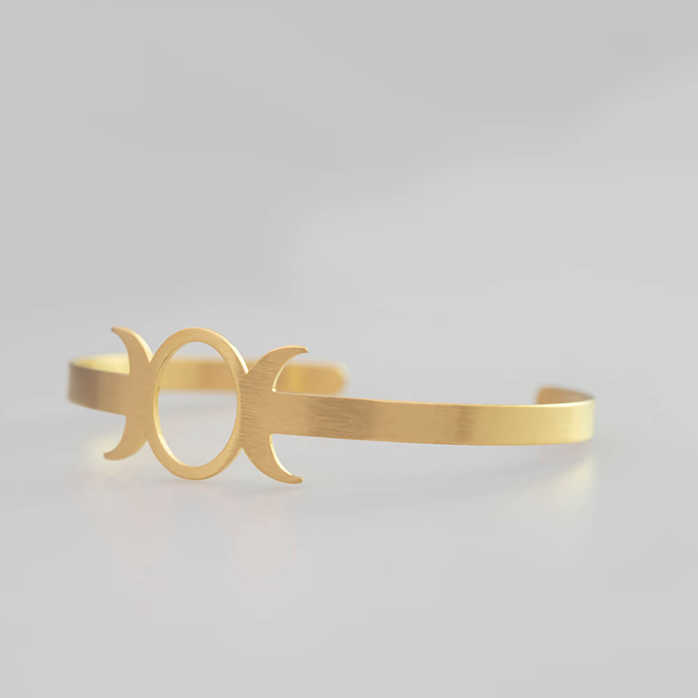 This is moon sun adjustable bangle.