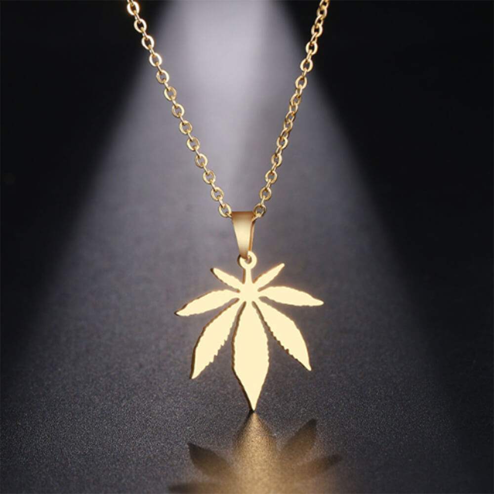 This is maple leaf pendant.