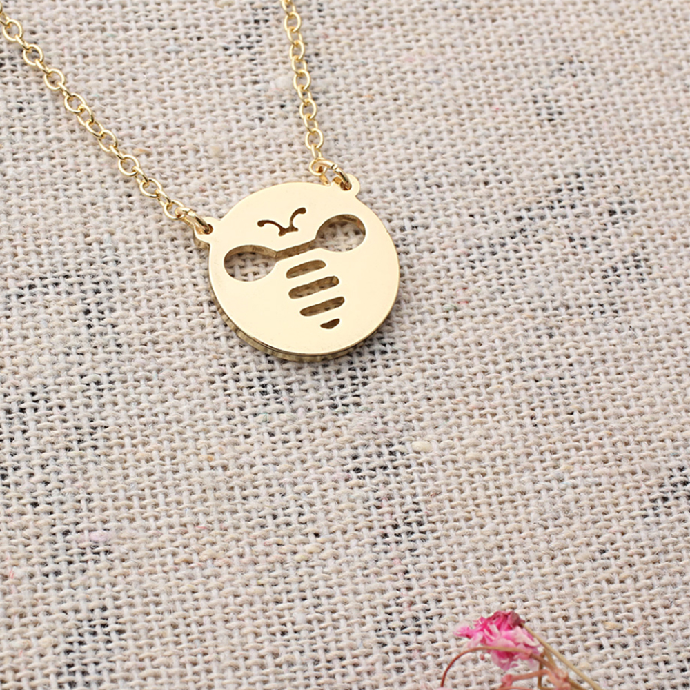 Round bee necklace