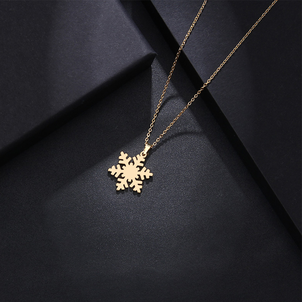 Dainty snow necklace