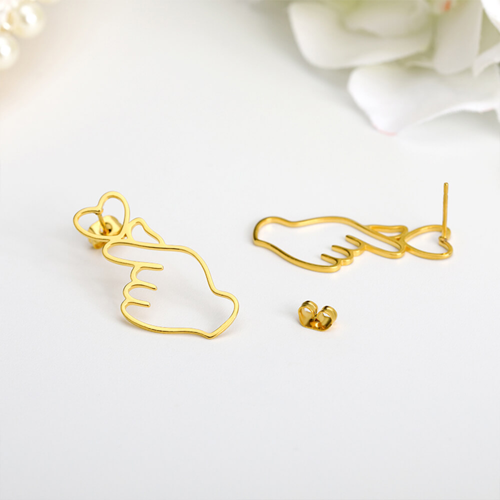 This is gesture earrings.